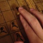 棋力が数段UP!?カッコよく見える将棋の「駒の持ち方」の解説